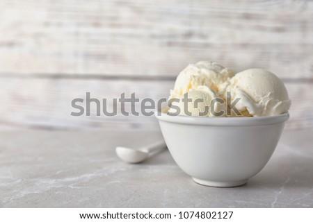 vanília · fagylalt · tál · közelkép · kanál · fehér - stock fotó © ElinaManninen