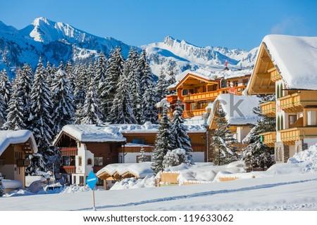 Alpino esquiar recorrer montanha atrás céu Foto stock © naumoid