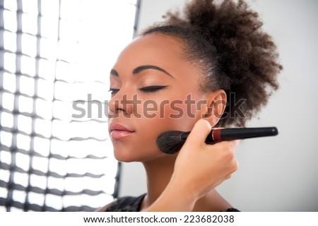 Stockfoto: Model · poseren · camera · vrouw · zwarte