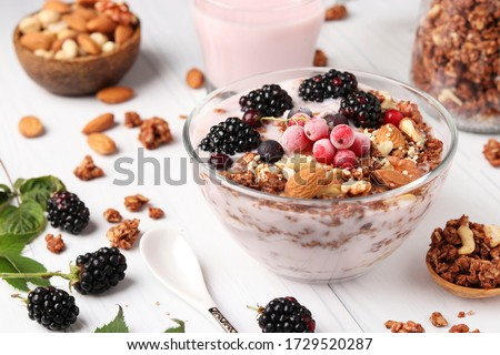 Granola iogurte frutas delicioso morangos framboesas Foto stock © Peteer