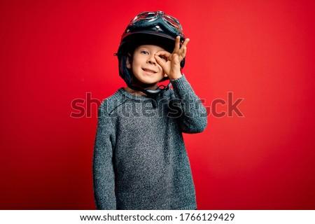 Fiúk néz klasszikus motorbicikli kert gyermek Stock fotó © Kzenon