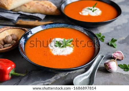 野菜スープ · ジャガイモ · リーキ · ニンジン · トマト - ストックフォト © grafvision
