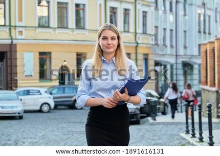 güzel · bir · kadın · güzel · genç · hareketli · iş · kadını · kız - stok fotoğraf © piedmontphoto