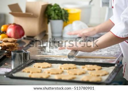 Chef cookies uit oven keuken Stockfoto © JamiRae