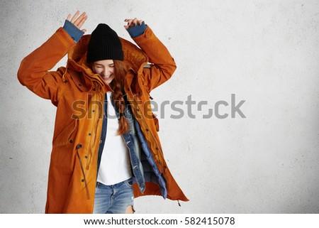 Mulher atraente quente casaco estúdio Foto stock © wavebreak_media