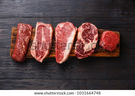 Variedad crudo carne de vacuno frescos especias tabla de cortar Foto stock © karandaev