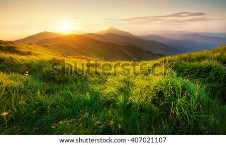 Bergen zonsondergang tijd magisch kleur bos Stockfoto © kawing921