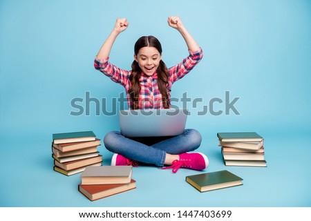 alegre · criança · leitura · interessante · livro · verão - foto stock © konradbak