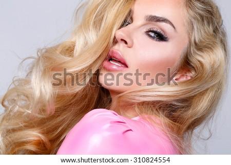 Seksi sarışın kadın kadın iç çamaşırı romantik poz mavi Stok fotoğraf © PawelSierakowski