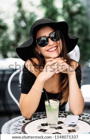 Joli jeune femme chaux photo asian étonné Photo stock © deandrobot