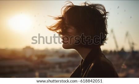 jeunes · fille · chapeau - photo stock © neonshot
