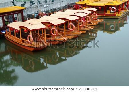 Lijn boten rivier pier tempel gebouw Stockfoto © tito