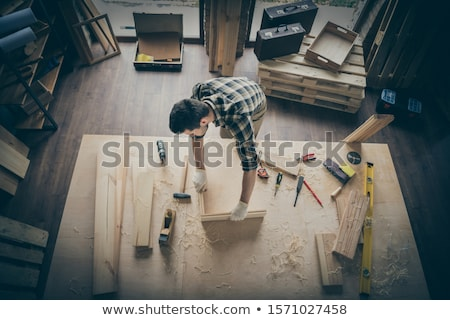 Charpentier cadre en bois maison homme travaux Photo stock © photography33