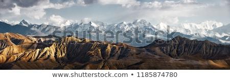 Trekking montagnes femme ciel nuages nature Photo stock © ongap