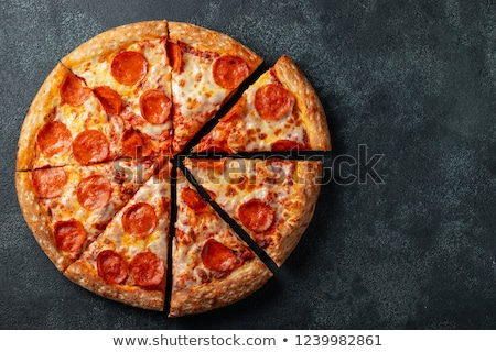 Pepperoni pizza taze siyah zeytin peynir Stok fotoğraf © zhekos
