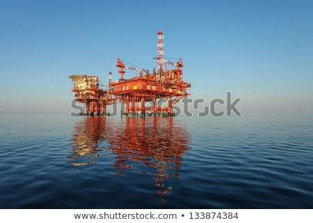 Platforma wiertnicza morza działalności niebo Zdjęcia stock © Elnur