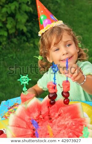 女の子 · キャップ · フルーツ · 歳の誕生日 · 少女 · 顔 - ストックフォト © Paha_L