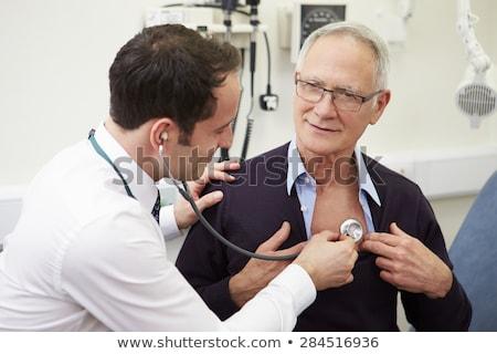 Arts onderzoeken patiënt spanning man Stockfoto © vystek