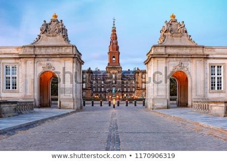 Palacio Copenhague Dinamarca estatua rey Foto stock © vladacanon
