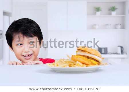 Asian kid mangiare hamburger patatine fritte piccolo Foto d'archivio © kenishirotie