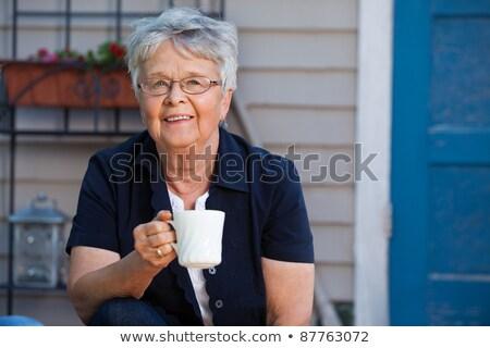 Mulher café quintal jardim cadeira Foto stock © IS2