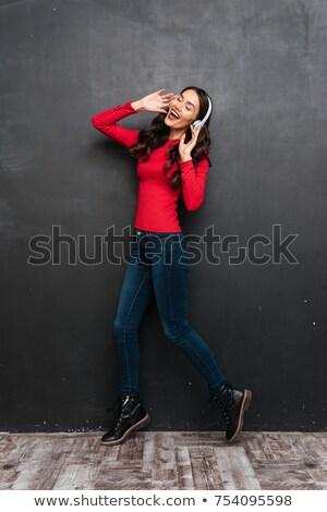 Afbeelding tevreden brunette vrouw Rood Stockfoto © deandrobot