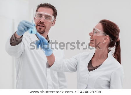 Dois trabalhando lab mulher homem médico Foto stock © Elnur