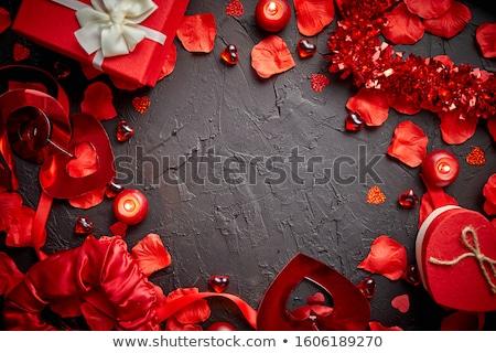 gift · card · czerwona · róża · płatki · biały · bed · gotowy - zdjęcia stock © dash