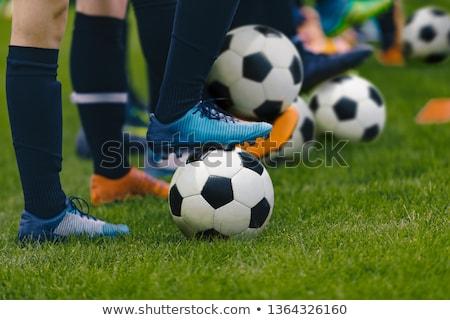 voetbal · opleiding · spelers · permanente · rij · klassiek - stockfoto © matimix