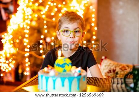 Egyéves fiú torta nagy mosoly buli gyermek Stock fotó © Lopolo
