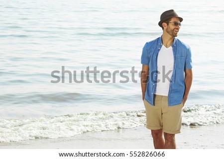 Adam plaj portre genç yakışıklı adam güneş gözlüğü Stok fotoğraf © ivonnewierink