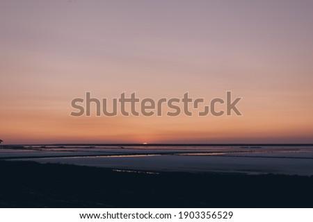 Güzellik gün batımı tuzlu göl erkek demiryolu Stok fotoğraf © olira