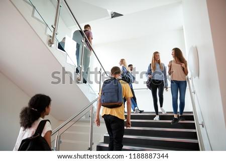 pause · deux · écolières · parler · travail - photo stock © oleksandro