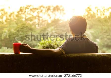Genç doğa kupa kahve adam içme Stok fotoğraf © aetb
