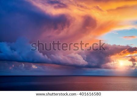 Fantastyczny świcie morza słońce wygaśnięcia krajobraz Zdjęcia stock © tolokonov