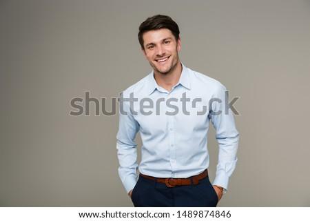 hombre · de · negocios · aislado · jóvenes · pie · oficina · fondo - foto stock © fuzzbones0