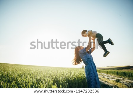 syn · ojca · odkryty · łące · rodziny · uśmiech - zdjęcia stock © Lopolo