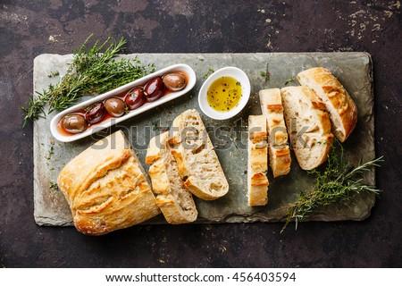 vert · olives · fraîches · pain · herbes · bois - photo stock © juniart