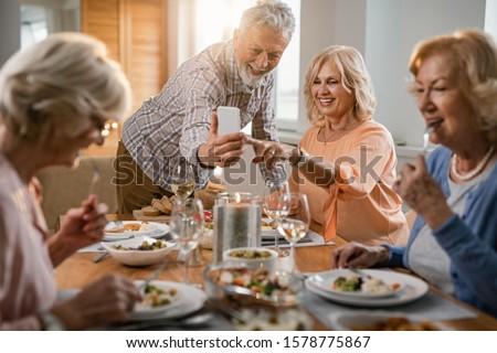 Pár elvesz étel barátok étterem nő Stock fotó © wavebreak_media