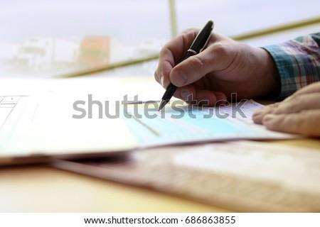 trabalhar · homem · terno · secretária · veja · peça - foto stock © jayfish