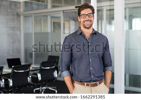 Casual homem jovem pensando isolado branco Foto stock © zittto