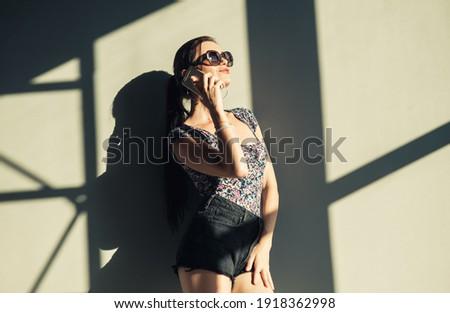 sexy · girl · téléphone · portable · sexy · fille · travaux - photo stock © dash