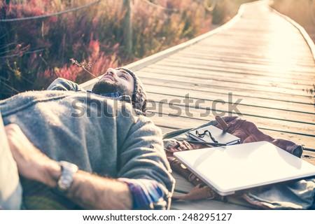 giovane · esterna · Cup · laptop · perso · uomo - foto d'archivio © aetb