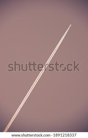 fehér · kondenzáció · nyom · kereskedelmi · repülőgép · égbolt - stock fotó © pedrosala