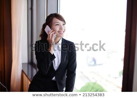 jeunes · femme · d'affaires · parler · mobiles · séance · bureau - photo stock © photography33
