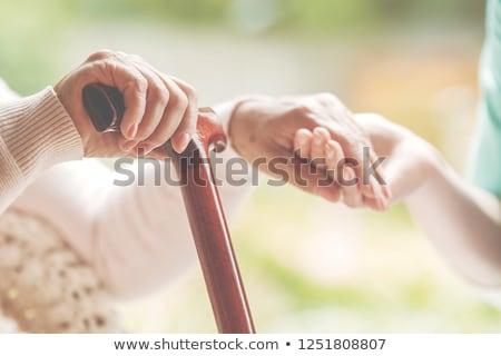 Foto stock: De · mãos · dadas · senior · senhora · cadeira · de · rodas · mulher · mãos