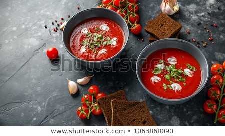 sopa · de · tomate · manjericão · branco · prato · mármore · fundo - foto stock © juniart
