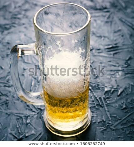 Oktoberfest serveuse bière photo belle Photo stock © sumners
