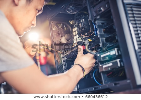 Reparação de computadores miniatura técnico computador homens Foto stock © Kirill_M