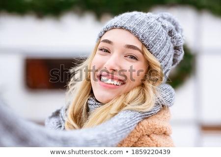 belo · mulher · loira · posando · sorridente · romântico · quarto - foto stock © NeonShot